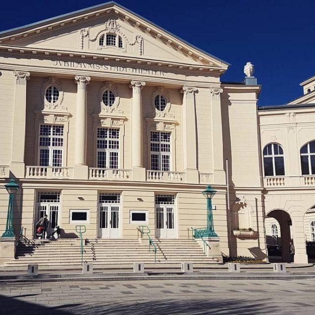 Stadttheater Baden  die Sonne gibt ihr Bestes badenbeiwien stadttheaterhellip