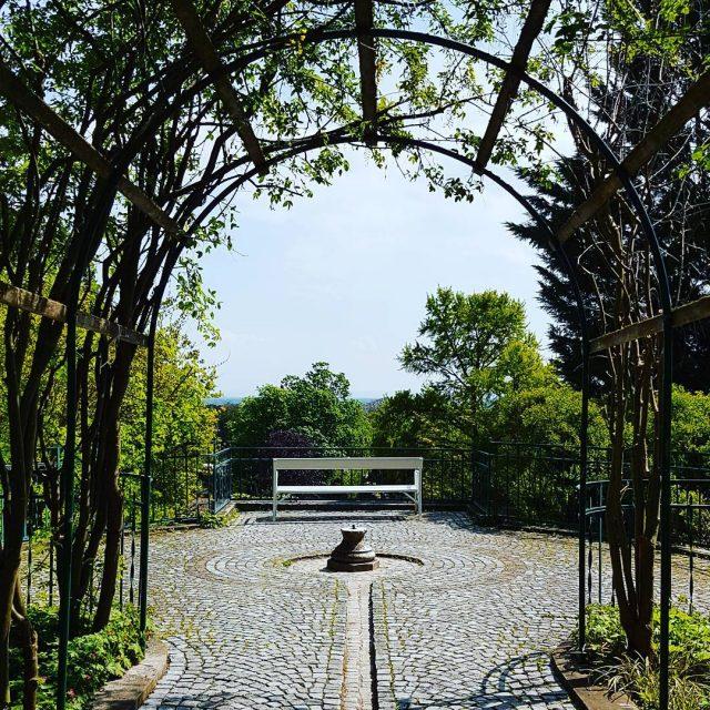 Wunderschnes Baden bei Wien badenbeiwien zuhause parkbank frhling romantisch imgrnenhellip